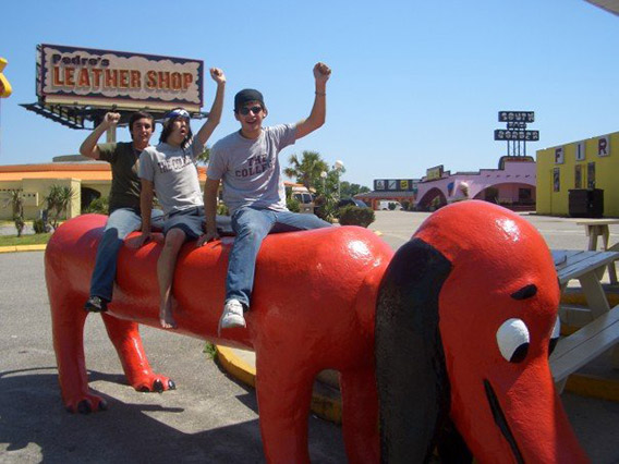 new_giant-wiener-dog-south-of-the-border-animal-statues